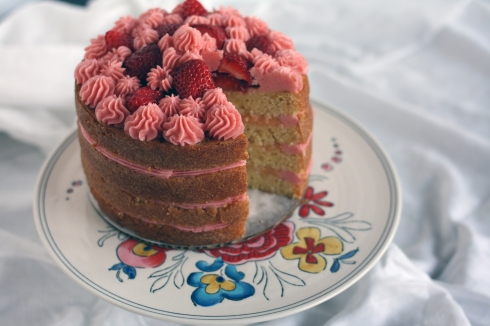 BigStrawberryLemonadeCakeSliced