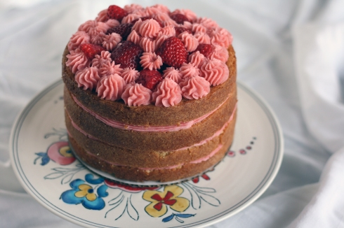 StrawberryLemonadeCakeFeatured